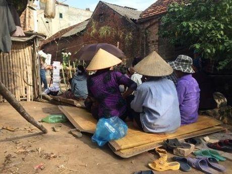 Vu 2 be gai bi chon xac o Ha Noi: 'Mong cac con van dang that lac dau do' - Anh 1