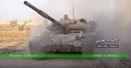 Chum video chien su: Quan doi Syria ao at tan cong, My-Tho bom vu khi cho phien quan - Anh 1