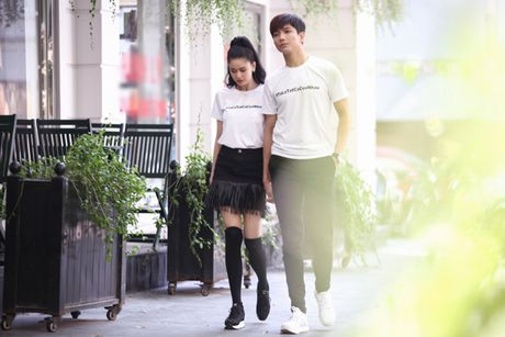 Vo chong Truong Quynh Anh mac do doi, nam tay tren pho - Anh 6