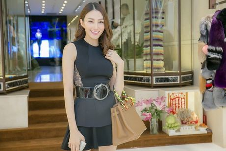 Le Ha chon do Cong Tri tham du Victoria's Secret, du suc lan at cac thien than? - Anh 2