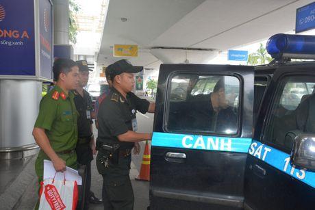 Bat du khach Trung Quoc trom hon 400 trieu dong tren may bay - Anh 3