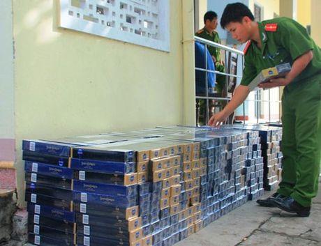 Bat giu hon 3.500 bao thuoc la nhap lau o Phu Quoc - Anh 1