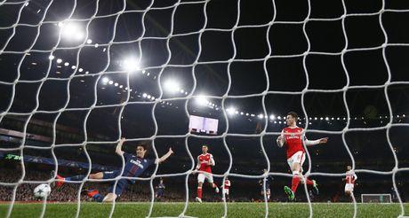 Arsenal cam hoa PSG 2-2 nho an va va phan luoi nha - Anh 2