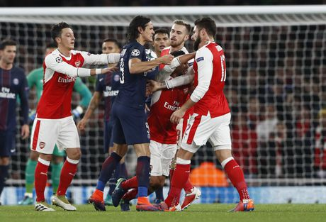 Arsenal cam hoa PSG 2-2 nho an va va phan luoi nha - Anh 6