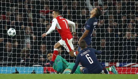 Arsenal cam hoa PSG 2-2 nho an va va phan luoi nha - Anh 9