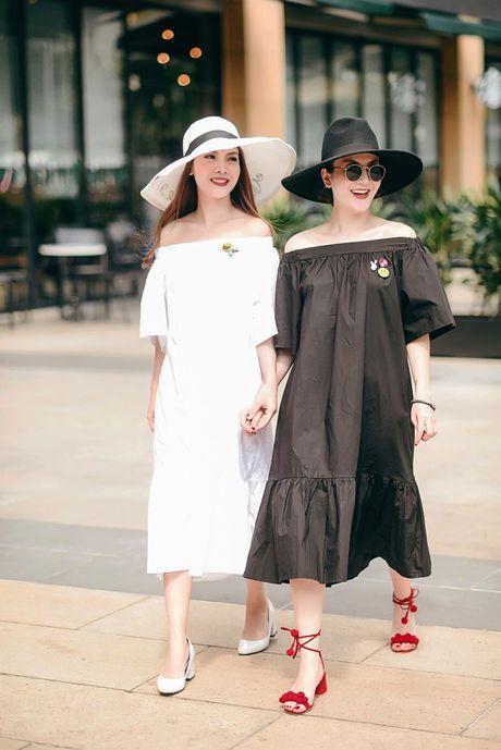 Song Yen goi y trang phuc doi cho chi em gai xuong pho - Anh 3