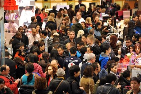 Canh tranh cuop nam nao cung thay trong 'Black Friday' - Anh 1