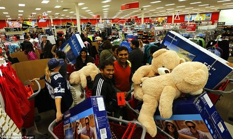 Canh tranh cuop nam nao cung thay trong 'Black Friday' - Anh 2