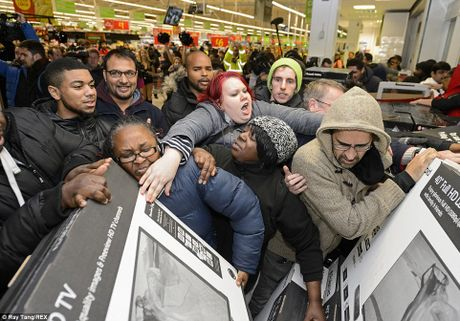 Canh tranh cuop nam nao cung thay trong 'Black Friday' - Anh 7