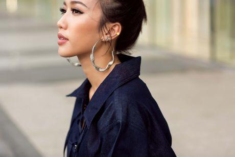 Dieu Nhi khoe gu thoi trang rieng voi 5 set do street style - Anh 9