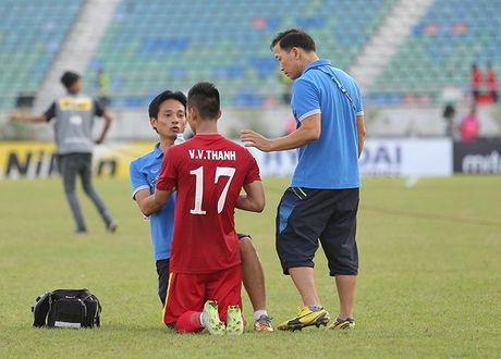 Hinh anh to Malaysia ra don hiem ac voi cau thu Viet Nam - Anh 11