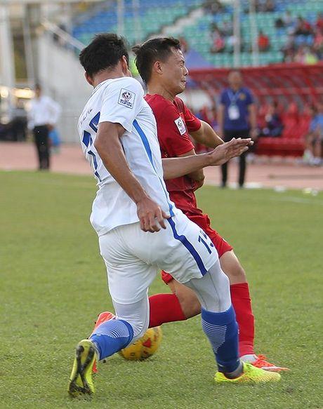 Hinh anh to Malaysia ra don hiem ac voi cau thu Viet Nam - Anh 7