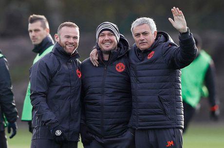 Rooney pha tro, san tap MU ron ra tieng cuoi - Anh 1