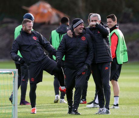 Rooney pha tro, san tap MU ron ra tieng cuoi - Anh 2