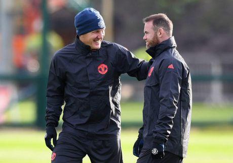 Rooney pha tro, san tap MU ron ra tieng cuoi - Anh 3