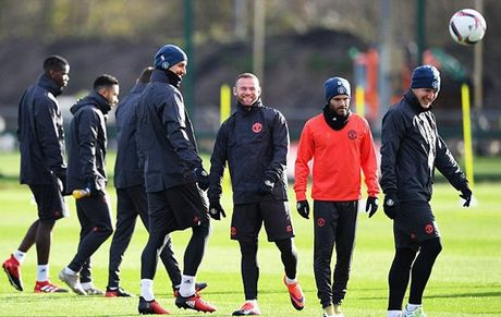 Rooney pha tro, san tap MU ron ra tieng cuoi - Anh 4