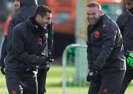 Rooney pha tro, san tap MU ron ra tieng cuoi - Anh 7