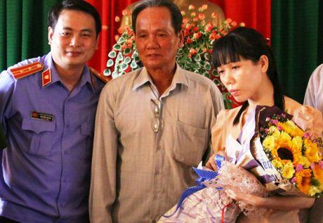 Cach chuc Pho truong CA huyen bat nguoi chong 'cat tac' - Anh 1