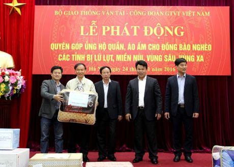 Bo GTVT phat dong ung ho quan ao am cho dong bao mien nui - Anh 1