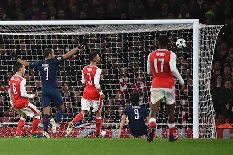 Arsenal 2-2 PSG: 'Phao thu' lai xep nhi bang, co nguy co dung phai dai gia - Anh 1