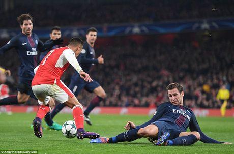 Arsenal 2-2 PSG: 'Phao thu' lai xep nhi bang, co nguy co dung phai dai gia - Anh 2