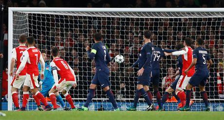 Arsenal 2-2 PSG: 'Phao thu' lai xep nhi bang, co nguy co dung phai dai gia - Anh 4