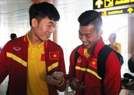 Xuan Truong cuoi cuc tuoi khi DT Viet Nam dat chan den Nay Pyi Taw - Anh 1