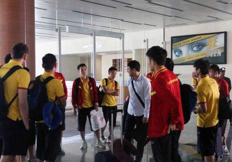 Xuan Truong cuoi cuc tuoi khi DT Viet Nam dat chan den Nay Pyi Taw - Anh 2