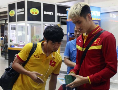 Xuan Truong cuoi cuc tuoi khi DT Viet Nam dat chan den Nay Pyi Taw - Anh 4