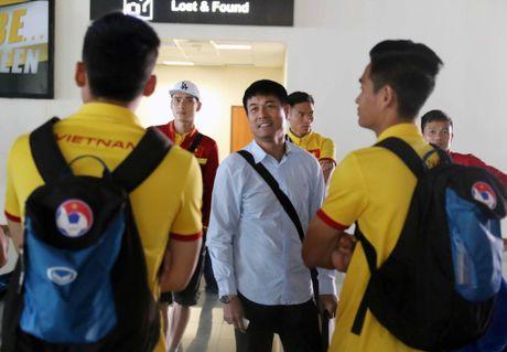 Xuan Truong cuoi cuc tuoi khi DT Viet Nam dat chan den Nay Pyi Taw - Anh 8