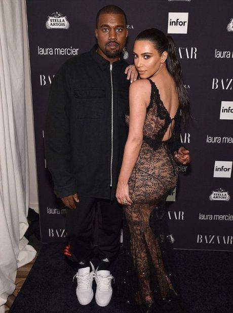 Kanye West nhap vien: Cai gia cua mot nam day bien co - Anh 1