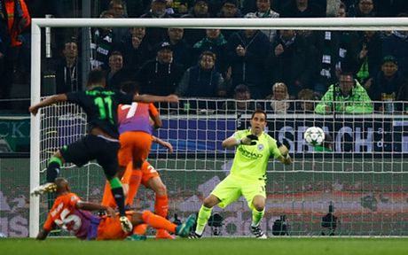 Chia diem cung Monchenglabach, Man City gianh ve vao vong knock-out - Anh 1