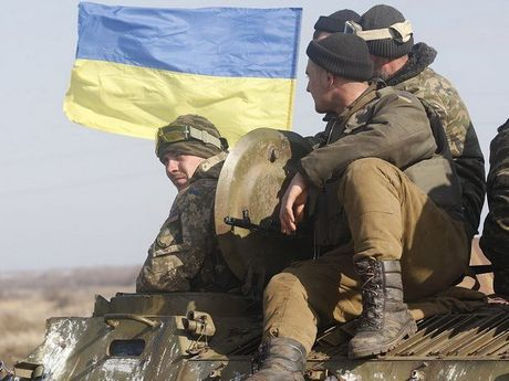 Ukraine bac cao buoc lien quan den cuu sy quan hai quan bi bat giu - Anh 1