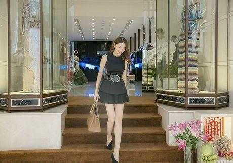 Chan dai Le Ha 'dau dau' chon phuc trang du show Victoria's Secret - Anh 11