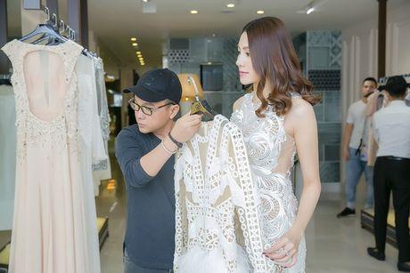Chan dai Le Ha 'dau dau' chon phuc trang du show Victoria's Secret - Anh 3