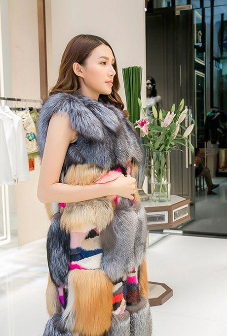 Chan dai Le Ha 'dau dau' chon phuc trang du show Victoria's Secret - Anh 5