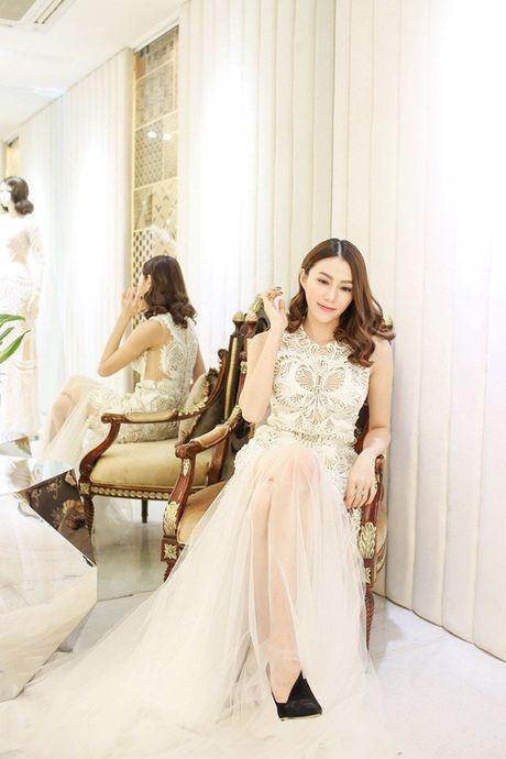 Chan dai Le Ha 'dau dau' chon phuc trang du show Victoria's Secret - Anh 7