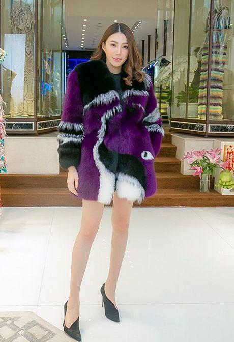 Chan dai Le Ha 'dau dau' chon phuc trang du show Victoria's Secret - Anh 8
