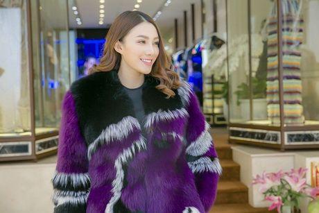 Chan dai Le Ha 'dau dau' chon phuc trang du show Victoria's Secret - Anh 9