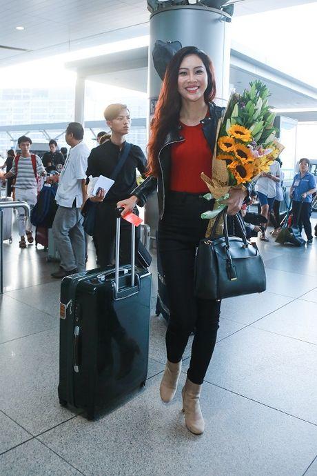 Hoa khoi Dieu Ngoc mang 100kg hanh ly di thi Miss World - Anh 2