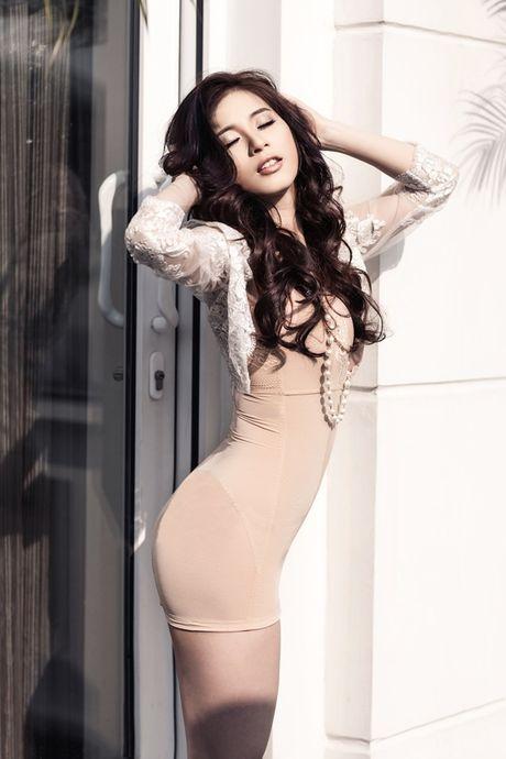 6 hot girl cung thoi Van Hugo tu que kieng den sang chanh - Anh 16