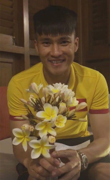 Cong Vinh kheo hinh xam doc trong ngay sinh nhat vo Thuy Tien - Anh 2