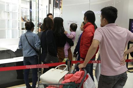 Ha Noi: Quy ong cung 'quay' voi Black Friday - Anh 13
