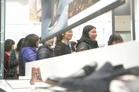 Ha Noi: Quy ong cung 'quay' voi Black Friday - Anh 14