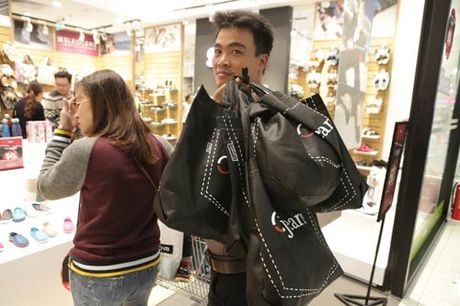 Ha Noi: Quy ong cung 'quay' voi Black Friday - Anh 1