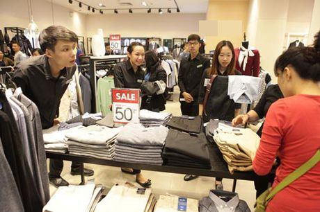 Ha Noi: Quy ong cung 'quay' voi Black Friday - Anh 3