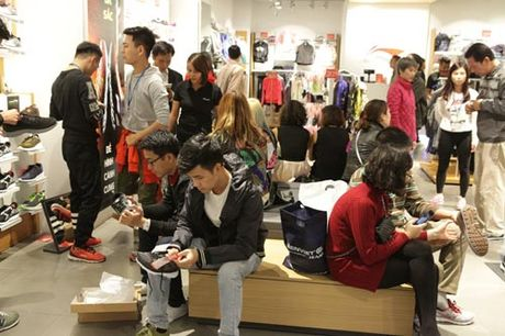 Ha Noi: Quy ong cung 'quay' voi Black Friday - Anh 4