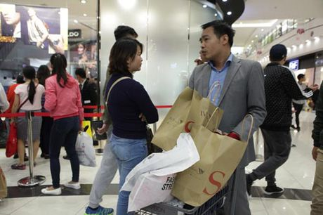 Ha Noi: Quy ong cung 'quay' voi Black Friday - Anh 5