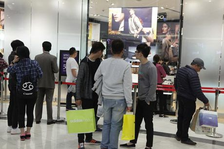 Ha Noi: Quy ong cung 'quay' voi Black Friday - Anh 6