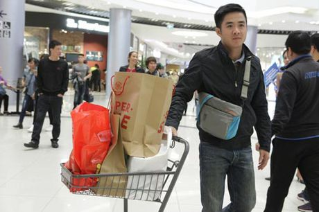 Ha Noi: Quy ong cung 'quay' voi Black Friday - Anh 7
